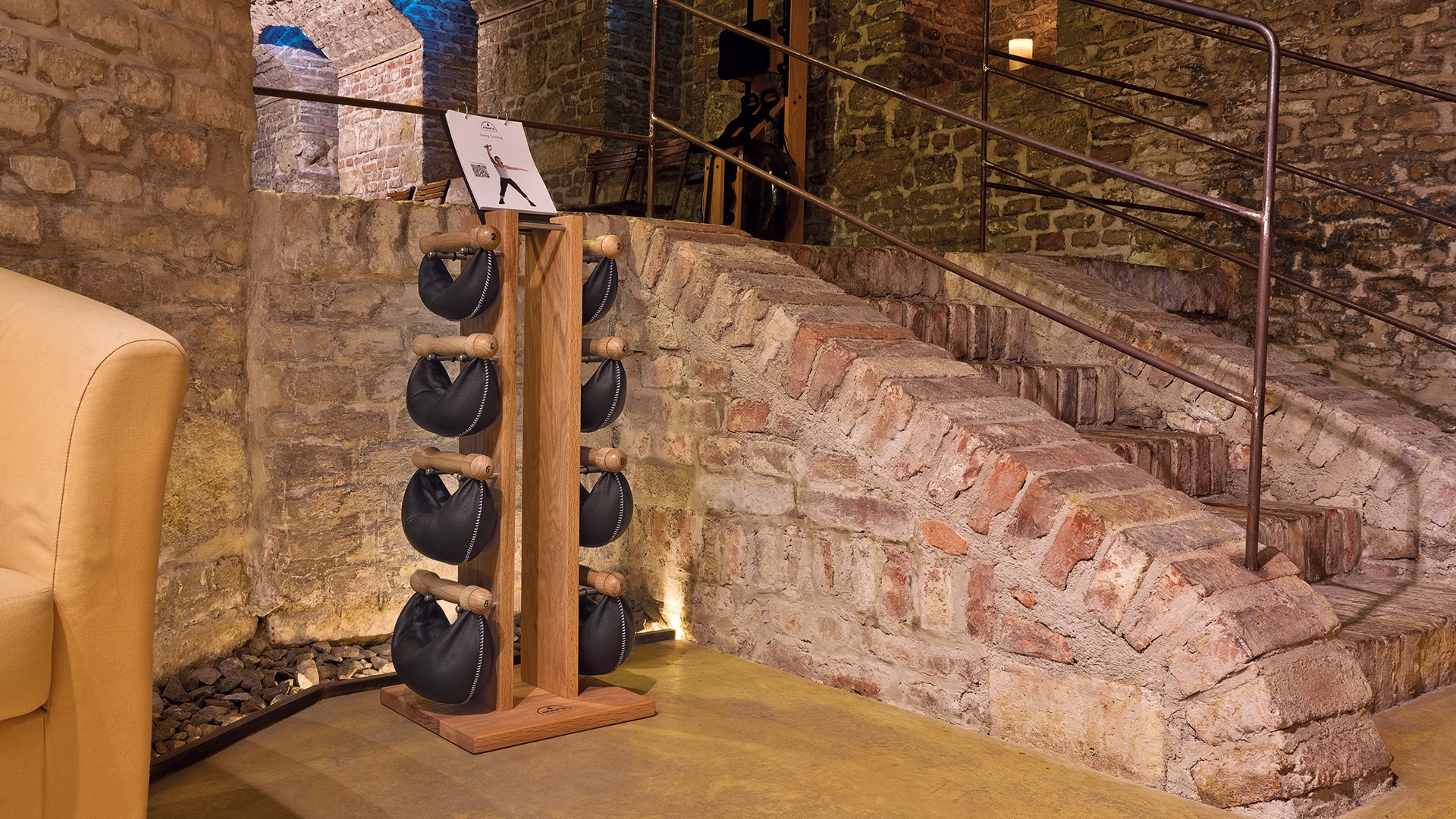/upload/ss24/images/ZESTAW-HANTLI-SWINGBELL-TOWER-1-6KG-ZE-STOJAKIEM-NATURAL-JESION-NOHRD_3_b1.jpg